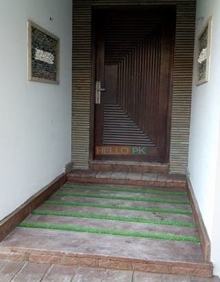 Flat in small complex in Clifton , Karachi
