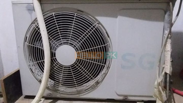 SG 1 ton ac in running condition