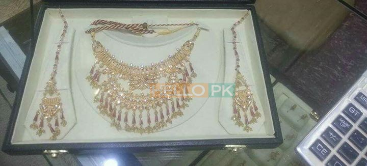 Gold bridal sets Karachi