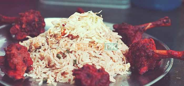 Chickin biryani,karhai,rabri,taftan,nan,salad,raita, mirch salun,began salun,200 pr head