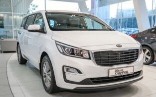 Kia Grand Carnival EX On Just 20% Down Payment