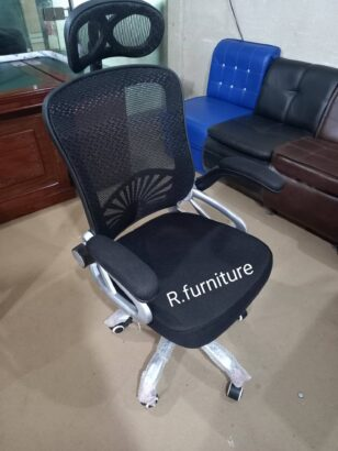 Arms adjustable office chair